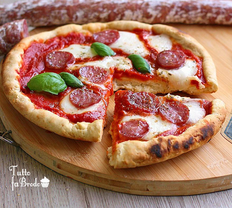 PIZZA VELOCE IN PADELLA CON SALSICCIA CASERECCIA CLAI